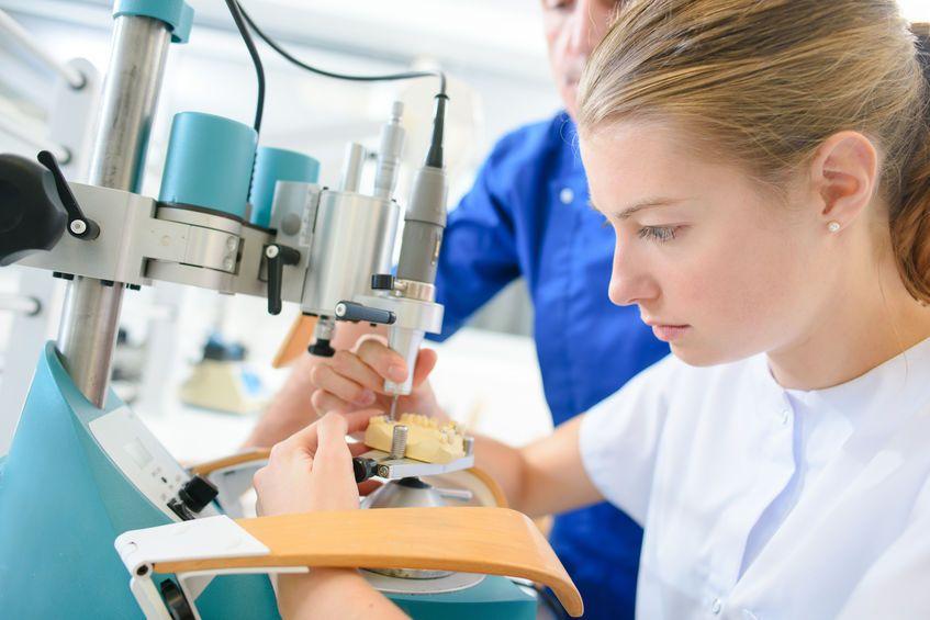 Sterowana regeneracja kości szczęki - Chirurgia szczękowa Toruń