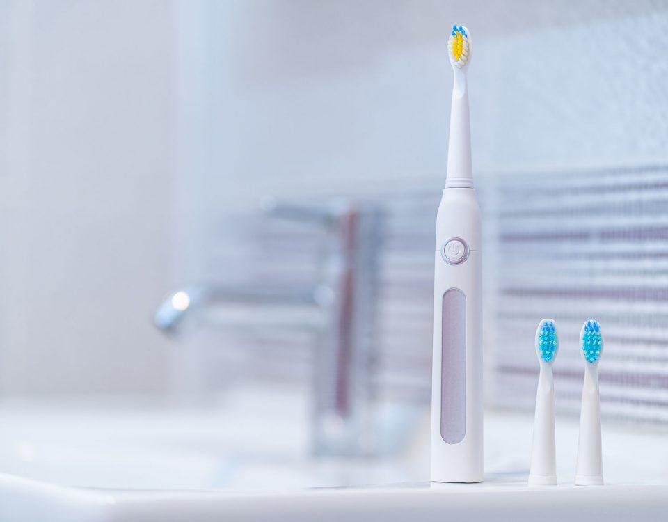 dlaczego szczoteczka soniczna jest lepsza zdaniem dentystów